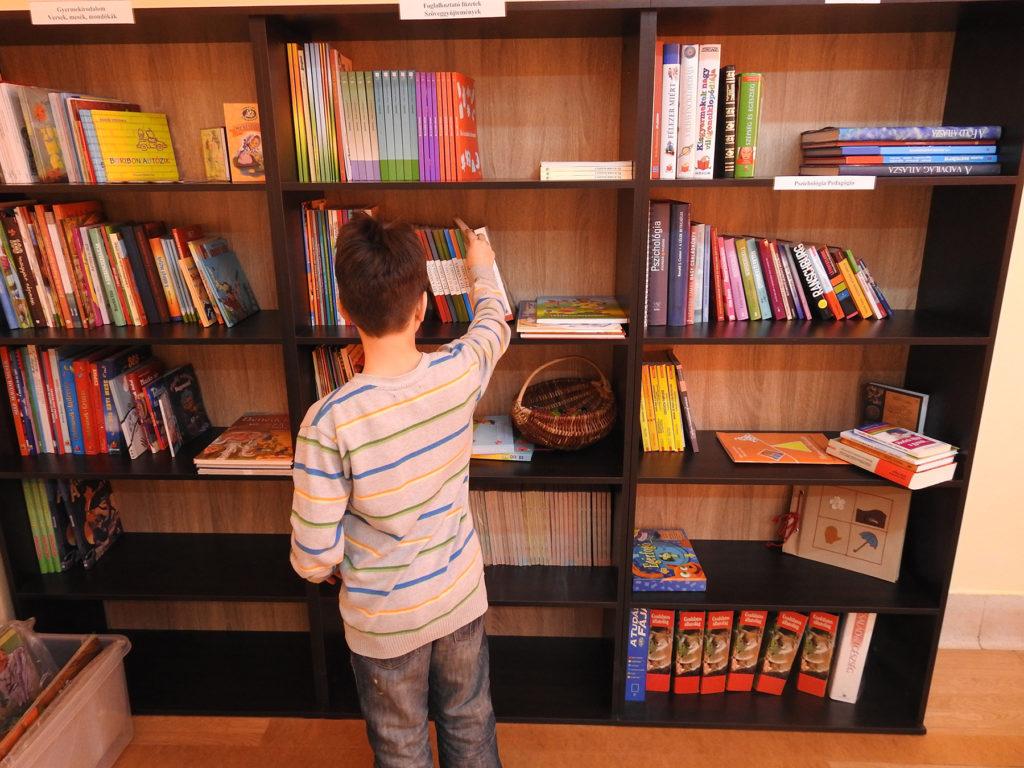 Könyvtár - Bibliotecă